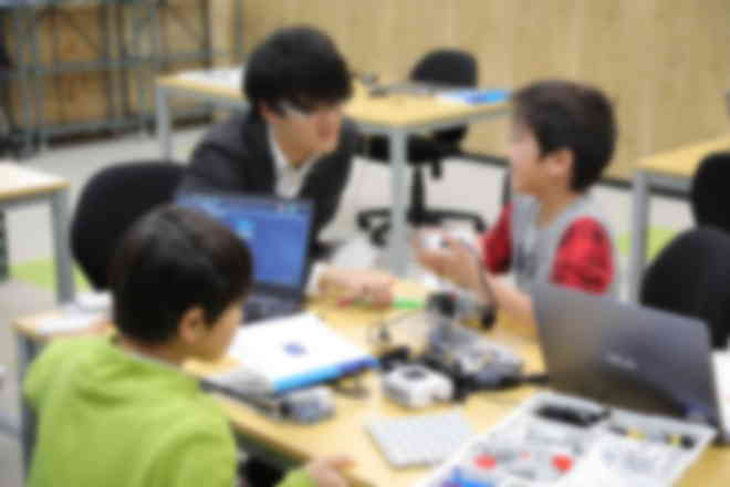教材はロボットコンテスト世界大会のレベルを基に設計された完全オリジナル