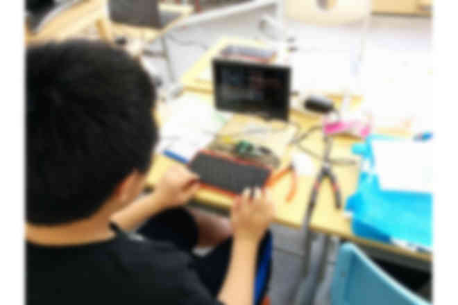 IchigoJamで電子工作に取り組む様子