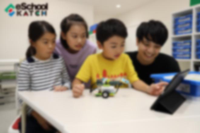 教材はLEGO WeDo2.0を使用。楽しみながらプログラミングを学びます