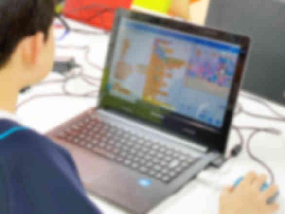 プログラミングブロックを組み合わせてゲームを作成