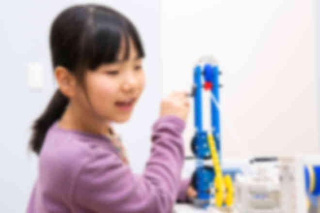 STEM教育でモノの仕組みや原理を学びます。