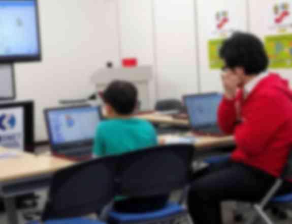 先生と生徒は対等。先生から一方的に教わるのではなく一緒に考えながら進めていきます