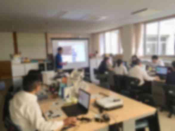 小学校の先生のプログラミング研修も担当しています。