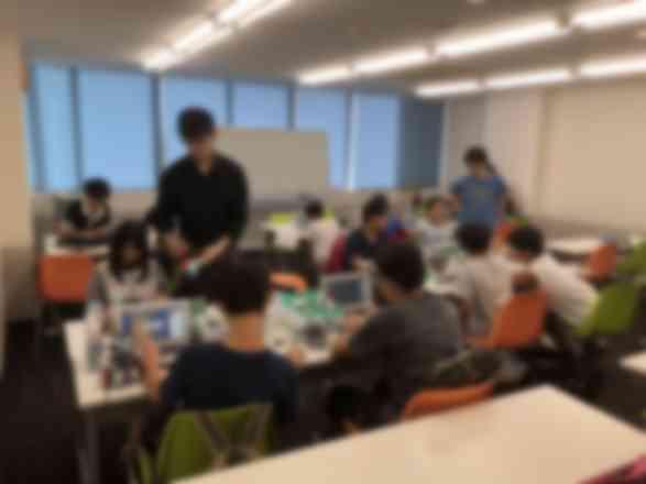 各テーブルにチューターがついて学習をサポートします