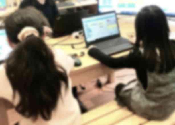 女性スタッフ在中。小さなお子さまや女の子の受講も増えています。(湯島教室)