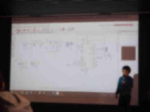 成果報告会で、会社に納品した回路図について説明しました