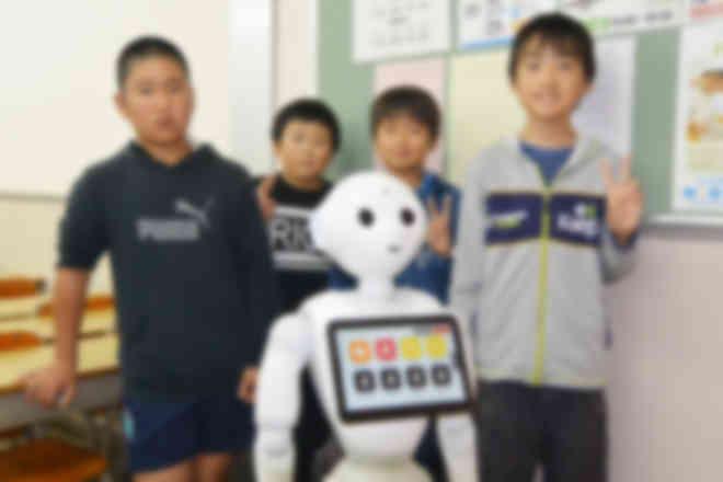 ソフトバンクロボティクスのPepperを活用し、若松塾が独自に実施しています。