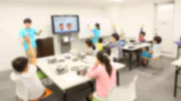 プログラミングだけでなく、コミュニケーションやプレゼンの練習にも力を入れています。