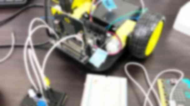 micro:bitを使った電気工作の実験風景②