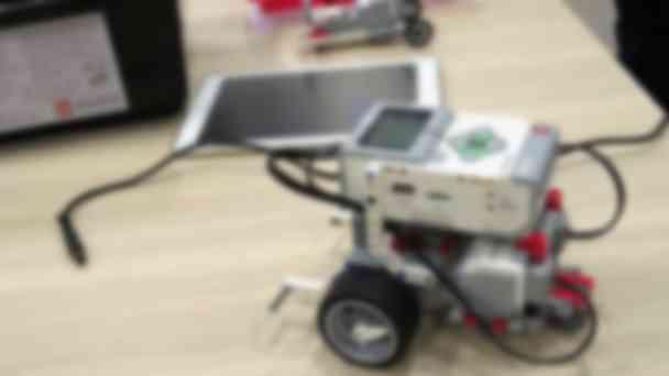 ロボット教材には「教育版レゴ®マインドストーム®EV3」を採用