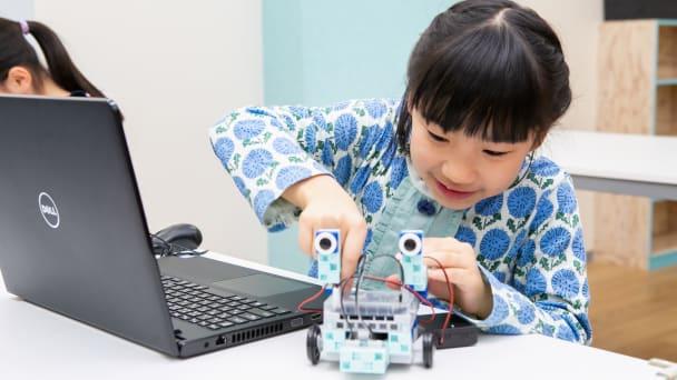 プロロボコースではゲーム制作とロボット制御を学びます。