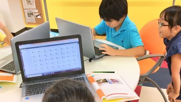 低学年の生徒さんも安心してプログラミングが出来ます。