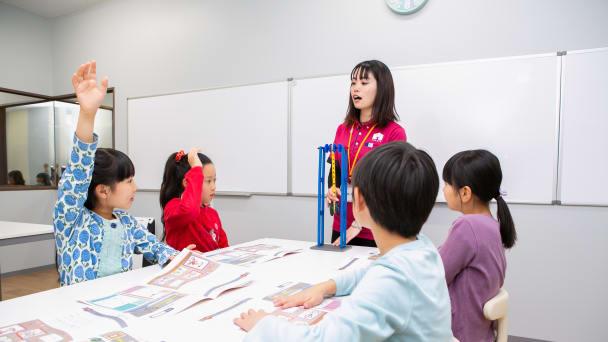 小人数のグループレッスンで学びあいを大切にしています。