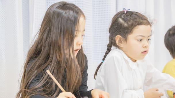 子どもが自分から紙に書いて考える。自発性が育ちます。