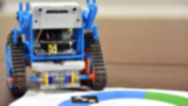 タミヤとタッグを組んだロボット教材