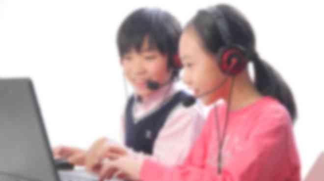 プログラミングを行う子ども