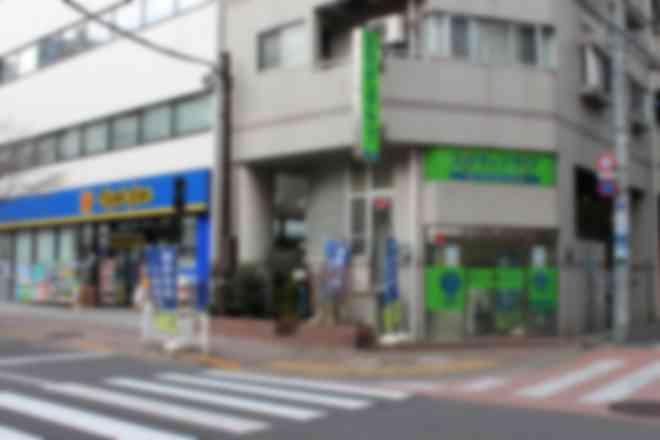 マトモトキヨシ横の緑色の看板が目印です ※王子校