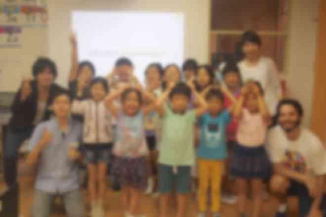 講師は海外のプログラミング教育現場にも訪れたり、現場経験豊富