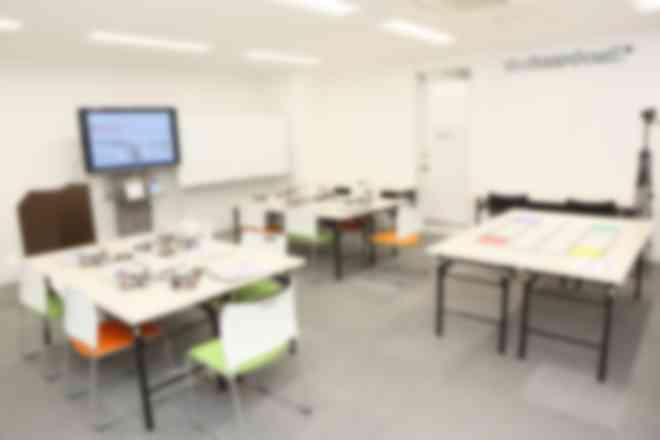 広々として清潔感のある教室。(池尻大橋教室)授業の様子がテキストと写真で送られてくるので安心です。