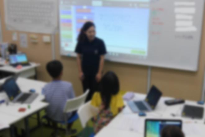 プログラミングだけでなく、授業前後の挨拶を実施し、生活面の指導も行っています。