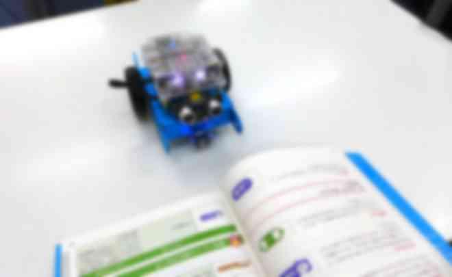 親しみやすくわかりやすいロボット教材