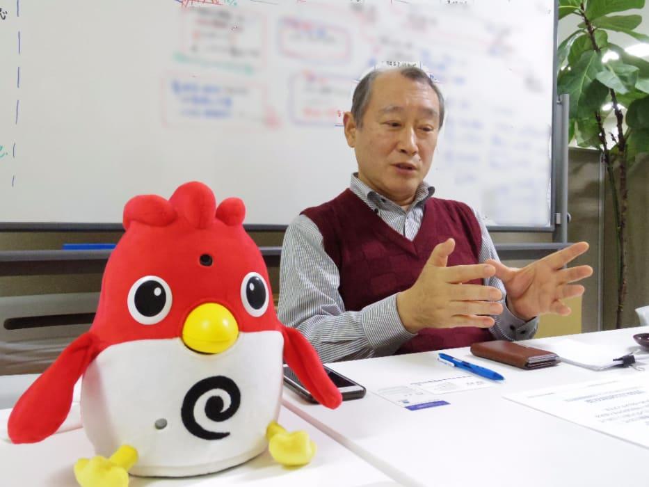 インタビューにこたえる 株式会社ITロボット塾の塾長、福地三則氏