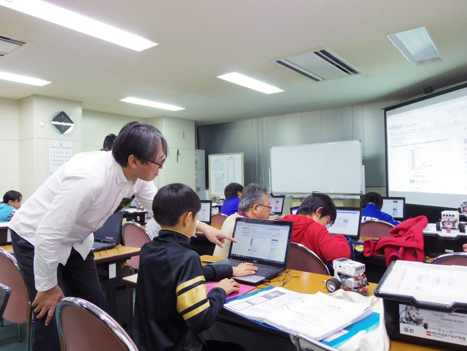 ITロボット塾 授業風景 アシスタントの指導