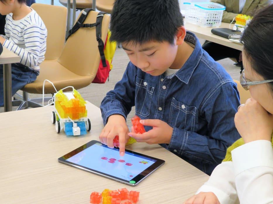 トライプログラミング教室体験会に参加した小学生