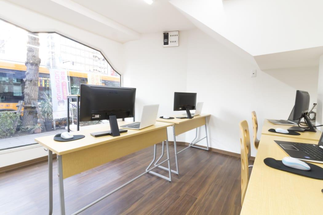 開放的な雰囲気の教室