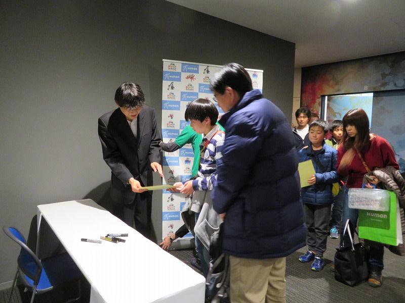 ヒューマンアカデミー ロボット教室 ロボティクスプロフェッサーコース 第1回ロボプロ全国大会 終了後の古田貴之先生サイン会